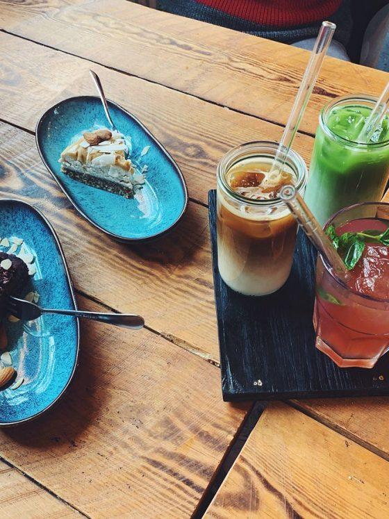 Kuchen-und-Iced-Coffee