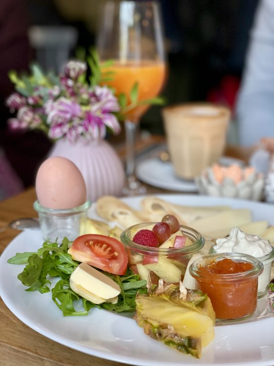 Käsefrühstück-im-Corner