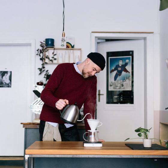 Arno Auer, Inhaber des V17 und der Kaffeerösterei Wood Grouse Coffee